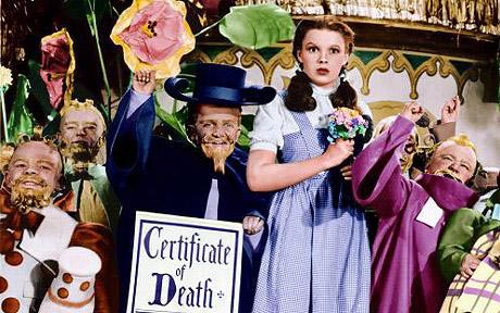 Meinhardt Raabe Munchin Coroner with Judy Garland in The Wizard of Oz
