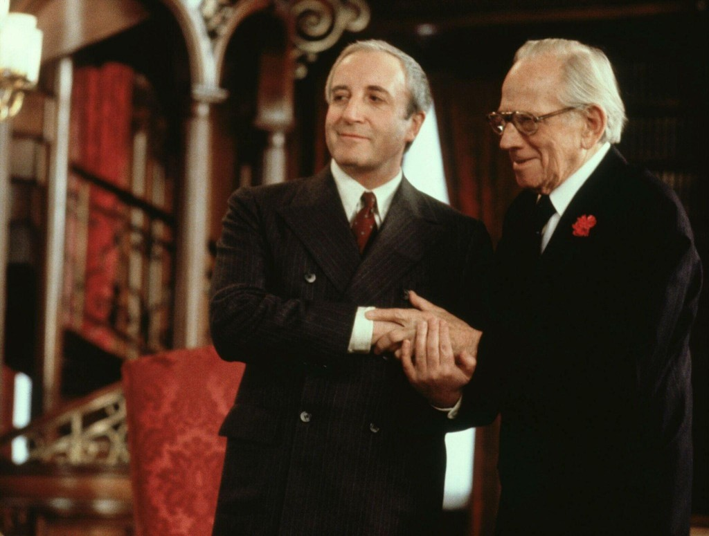 eter-sellers-and-melvyn-douglas-in-being-there