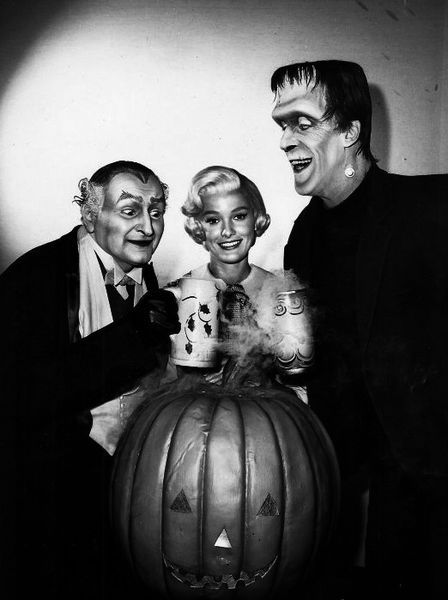 Munsters Halloween, Al Lewis (Grandpa), Beverley Owen (Marilyn), and Fred Gwynne (Herman Munster)