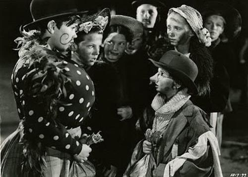 Margaret O'Brien in Meet Me in St. Louis Halloween scene