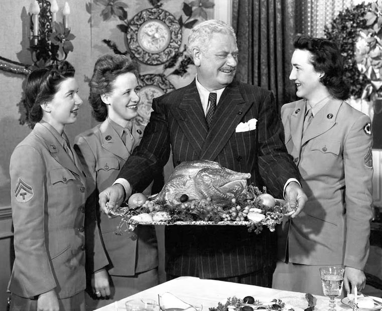 Alan Hale with turkey, Thanksgiving, war effort; with Corporal Wilma Heller, Sergeant Johanna Anderson and Corporal Marguerite Swancutt