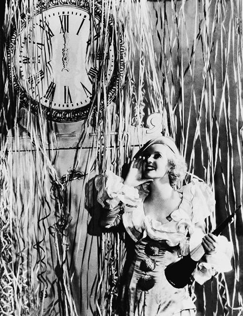 bette-davis celebrating the new year