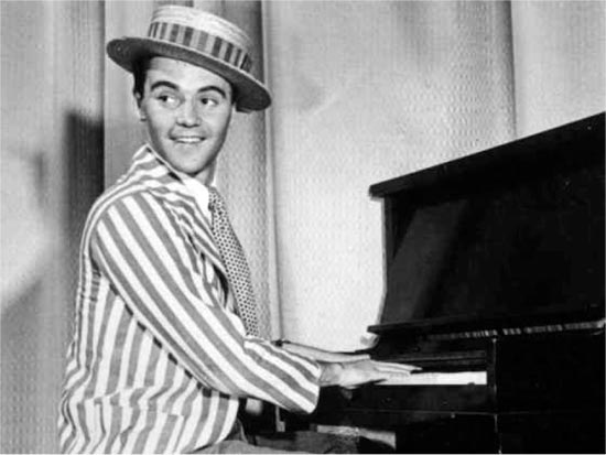 jack lemmon at the piano at the Old Nick Music Hall