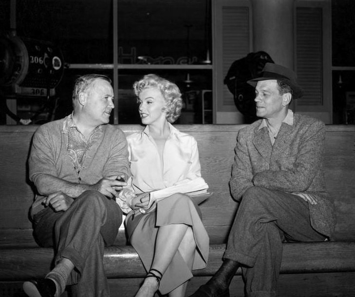 director Henry Hathaway with Marilyn Monroe and Joseph Cotten behind the scenes of the film Niagara 1953