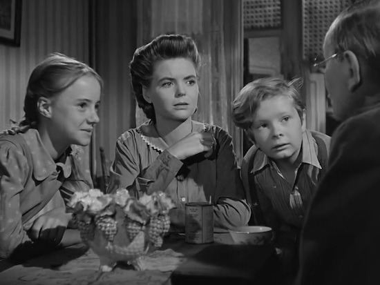 Peggy Ann Garner, Dorothy McGuire and Ted Donaldson in A Tree Grows in Brooklyn
