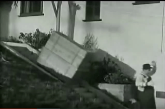 The Music Box, Laurel and Hardy, piano falling down steps after Oliver