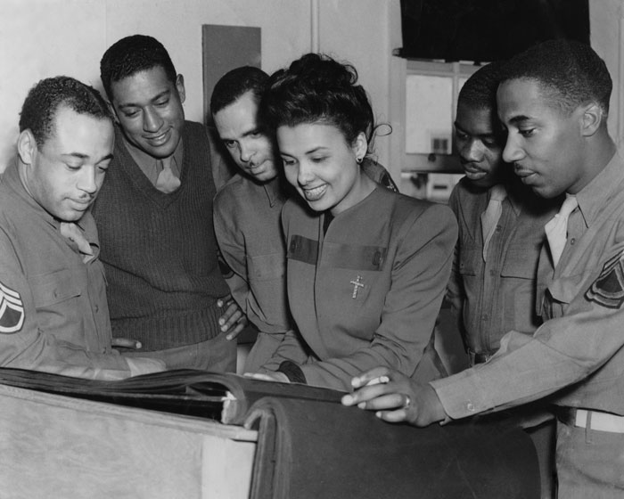 lena-horne_black-troops