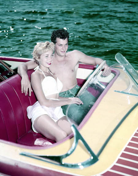 Tony Curtis and Janet Leigh in boat