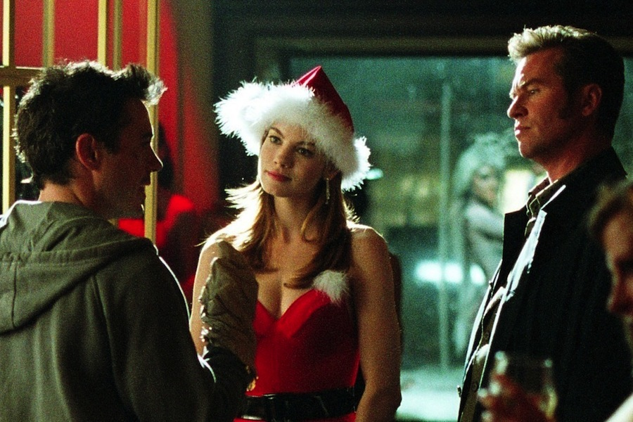 Harry (Robert Downey, Jr.) plays detective with Harmony (Michelle Monaghan) and Perry (Val KIlmer).