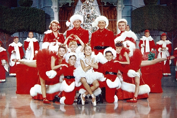 Rosemary Clooney, Danny Kaye, Bing Crosby, Vera-Ellen and cast in White Christmas