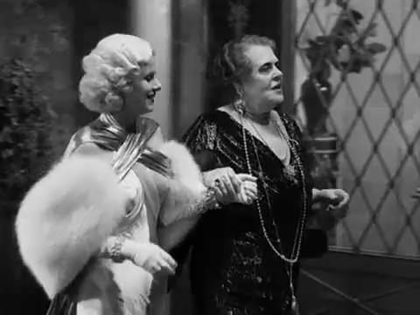 Marie Dressler and Jean Harlow in Dinner at Eight (1933)