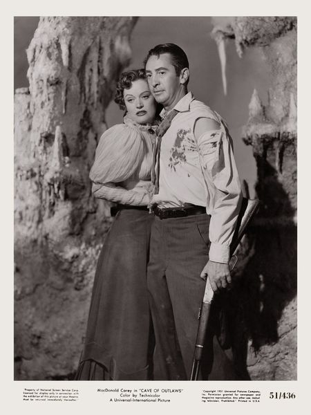 Cave of Outlaws (1951) Alexis Smith, Macdonald Carey