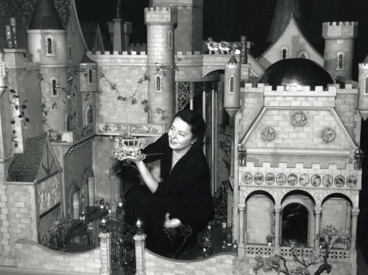 Colleen Moore Dollhouse