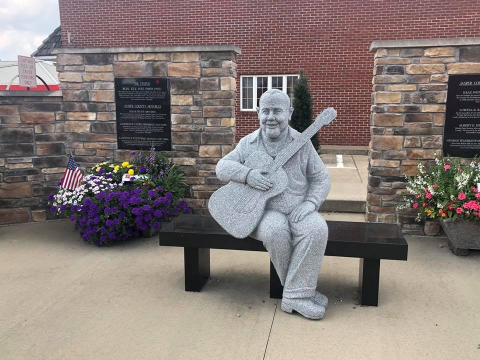Statue of Burl Ives in Newton, IL