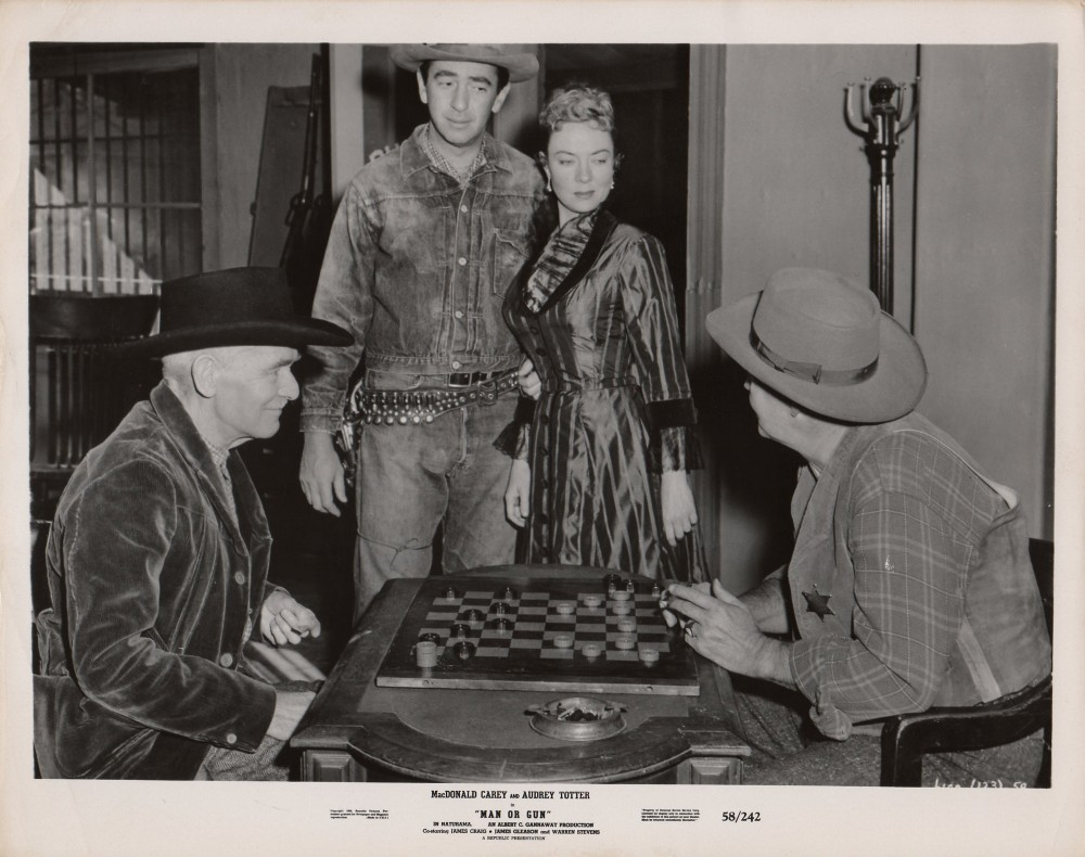 James Gleason, Macdonald Carey, Audrey Totter, and Robert Burton in Man or Gun (1958)