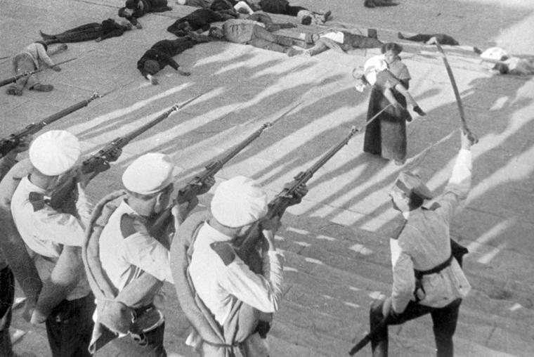 Hysteria breaks out as disgruntled sailors revolt in Battleship Potemkin (1925)