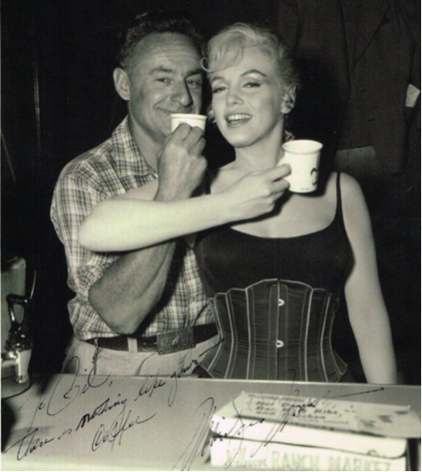 marilyn monroe and coffee vendor on set of let's make love