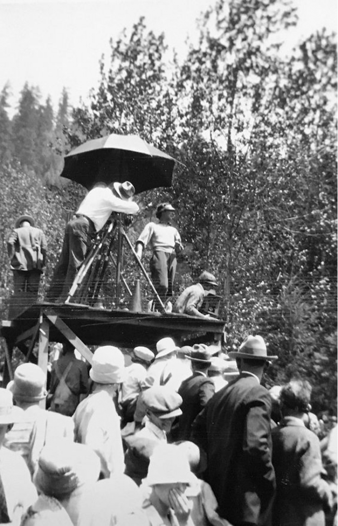 The General (1926) Buster Keaton train stunt crowd