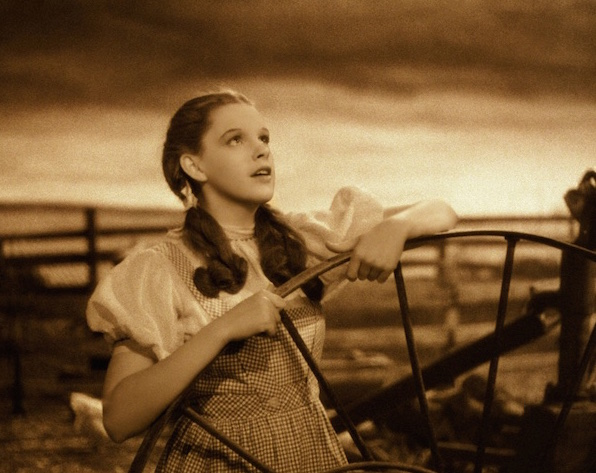 Judy Garland The Wizard of Oz sings Somewhere Over the Rainbow
