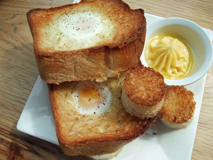 """Guy Kibbee's """"eggs in a basket"""""""